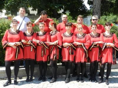 Палави ножинки танцуваха на армане с тъпане в Разлог