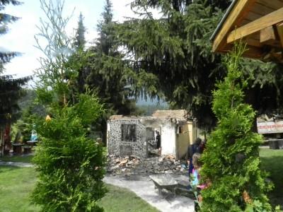 Как изгоря магазинът на Лазар Тюлев в центъра на курорта Папаз чаир над Гоце Делчев
