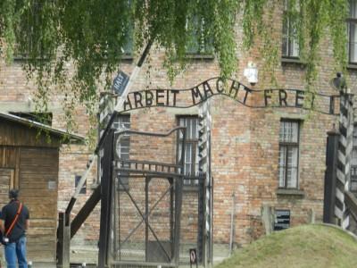 Аушвиц – един паметник на шизофренната жестокост