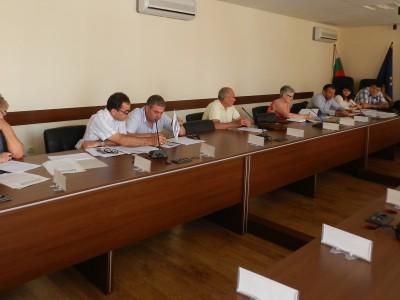 Политиците в Гоце Делчев се споразумяха да не късат плакатите в предизборната кампания