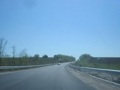 Опасен път без макировка – шофирането е кошмар
