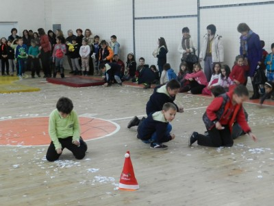 """Снежанка, джуджетата и дядо Коледа се включиха в състезанието """"Коледни звезди"""" в Гоце Делчев"""
