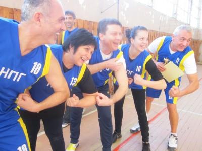 Учители и ученици в оспорван волейболен мач