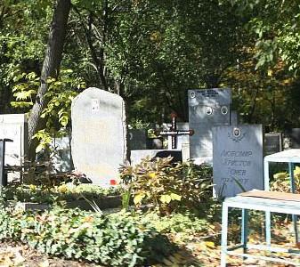 Необходими са ремонтни дейности в гробищния парк на Гоце Делчев и улицата край него