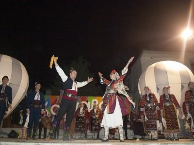 Едната неделя в Гърция, следващата в Македония!