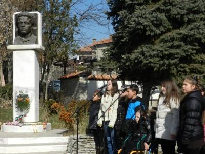 Цветя и песни в памет на Апостола в Гоце Делчев