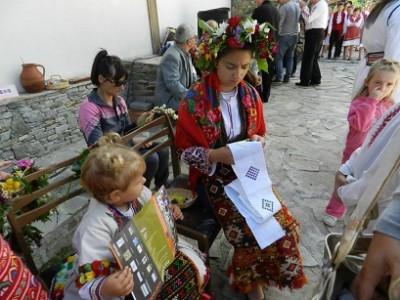 Цветни шевици от Баничан заминават за остров Ливингстън