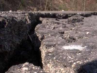 Новопостроеният път край Гоце Делчев за Гърция е осеян с нови дупки
