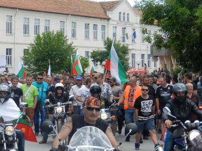 Протестиращите в Гърмен дадоха срок до 18 юли за събаряне на къщите в циганското гето