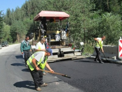 Бавно, но сигурно ремонтират пътя Банско – Гоце Делчев, при разклона за с. Кремен