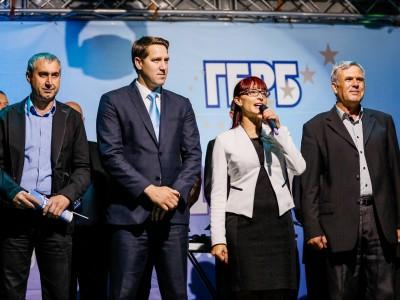 Гоце Делчев пя с Мария Илиева на откриването на коцерта, организиран от кандидат-кмета Георги Андонов
