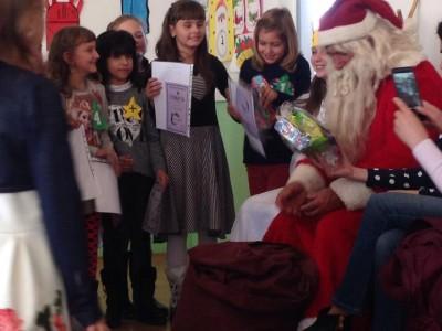 Децата на Хаджидимово смятаха заедно с Дядо Коледа
