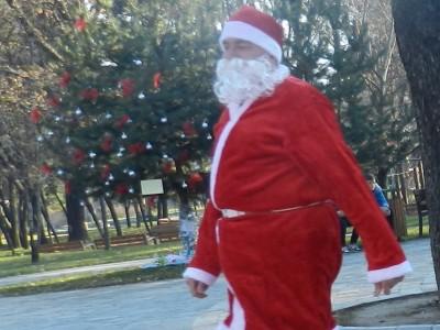 Как един дядо Коледа помогна за набиране на средства за зала по музикотерапия