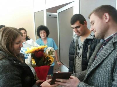 """Изписаха първото родено бебе за 2016 г. от МБАЛ """"Иван Скендеров"""""""