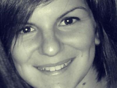 Студентката по журналистика Екатерина Бузалакова от Гоце Делчев написа в блога си: Как калашникът убива химикала, докато ние роптаем за качествена журналистика