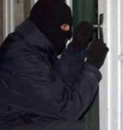 Крадци обраха магазин в Хвостяне, разкриха ги чрез запис от охранителна камера
