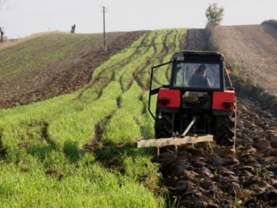 Шефът на областното Земеделие не дойде в Гоце Делчев, нов закон проваля плановете за наемане или купуване на земеделска земя