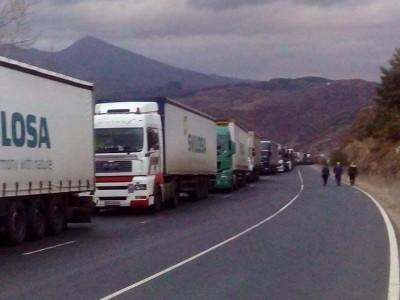"""Пуснаха първите тирове през ГКПП """"Илинден – Ексохи"""" след двудневна пълна блокада"""