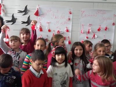 Децата на Хадждимово нямат търпение да се окичат с изработени от тях самите и бабите им мартеници