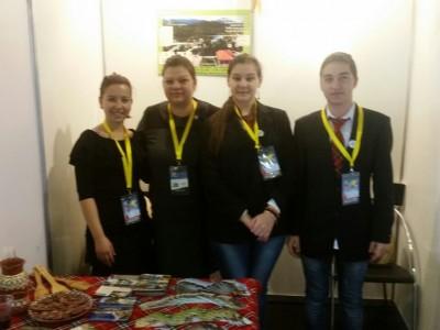 """Ученици от НПГ """"Димитър Талев"""" представиха възможностите за туризъм в Делчево, Гайтаниново и регина на ВАКАНЦИЯ/ СПА ЕКСПО"""