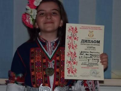 Любимката на гоцеделчевската публика Дани Георгиева спечели Златна лира в най-големия конкурс за български фолклор