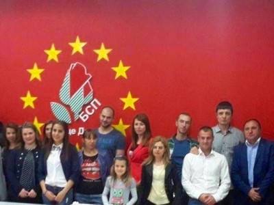 Млади социалисти от Гоце Делчев празнуваха шести рожден ден на организацията си