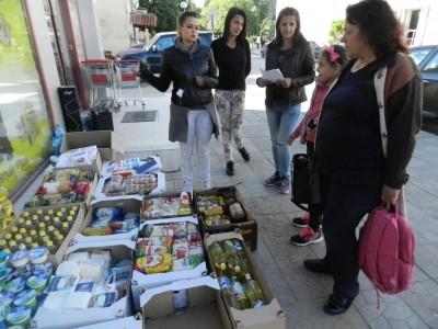 Неврокопчани подкрепиха благотворителната акция на Мария Чакърдъкова, която ще зарадва сто самотни възрастни преди Великден