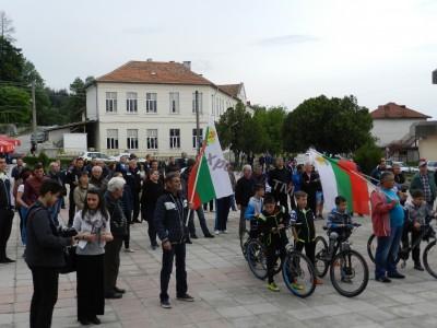 Подновиха протестите в Гърмен срещу опит за узаконяване на къщите в ромското гето