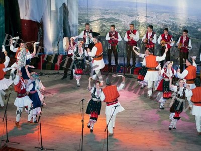 """Първо място за Неврокопския ансамбъл за народни песни и танци на фестивала """"Оро се вие, цървули се кинат"""""""