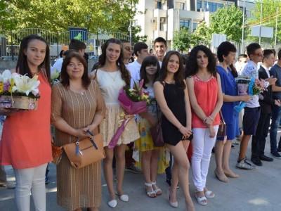 31 отличници осмокласници завършват в Първо ОУ в гр. Гоце Делчев, директорът Катерина Янева излиза в пенсия