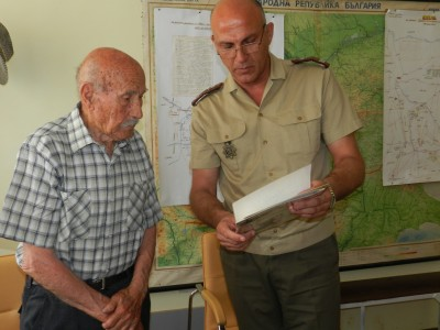 Министърът на отбраната специално поздрави столетника ветеран Димитър Перухов