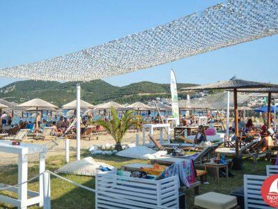 Едно чудесно място за уикенда –  YACHT CLUB  Beach Bar в Неа Ираклица