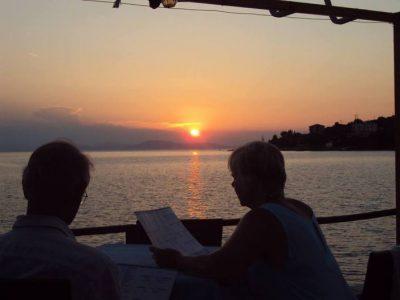Кои звезди избраха да почиват през август в Гърция