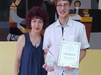 Бронзов медал от международна олимпида ще донесе утре в родния си Гоце Делчев младият химик Кръстьо Драгинов