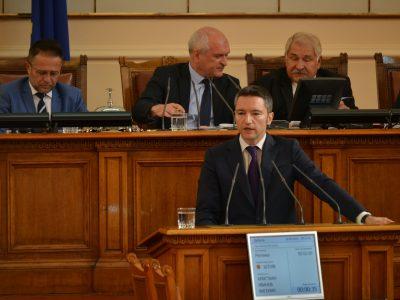 Вигенин пита Бъчварова: Основателни ли са притеснения на Сърбия за силен поток от нелегални мигранти през България?