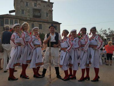 """""""Неврокопски вихър"""" танцува в Гърция"""