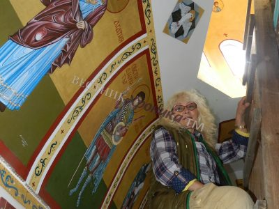 Жената, която изписва икони и не обича да рисува Исус разпънат на кръста