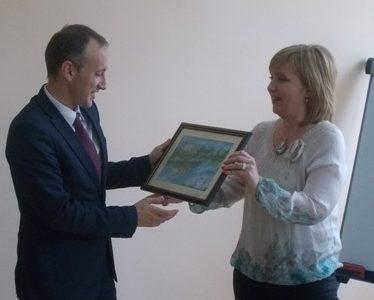 Главният секретар на МОН посети училища в Сатовчанско, обеща компютри за школото в с.  Долен
