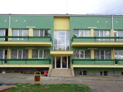 Обновиха напълно сградата на детската градина в с. Корница