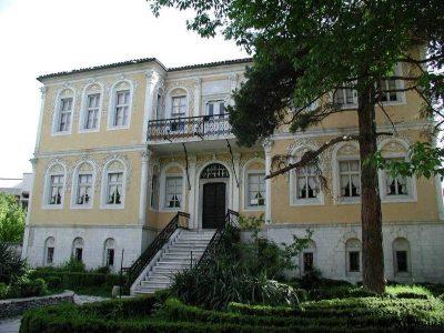 """Изложбата """"И ние бяхме деца"""" и """"Писателите като хлапета"""" гостува в град Гоце Делчев"""
