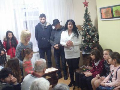 Жените от ВМРО – Гоце Делчев посетиха с коледни подаръци два от социалните домове в града
