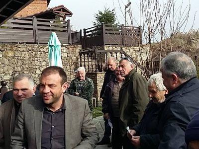 Кандидатът за народен представител Богдан Боцев се срещна с жители на селата Тешево и Копривлен