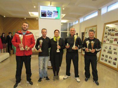 """Специални поздравителни адреси за най-успешните ученици и преподаватели връчи директорът на НПГ """"Димитър Талев"""""""
