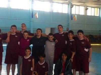 Хандбалистите на Трето ОУ в Гоце Делчев спечелиха шампионска купа в областта