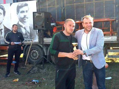 Кандидатът за народен представител Богдан Боцев награди победителите в кушията за Тодоровден в Гоце Делчев