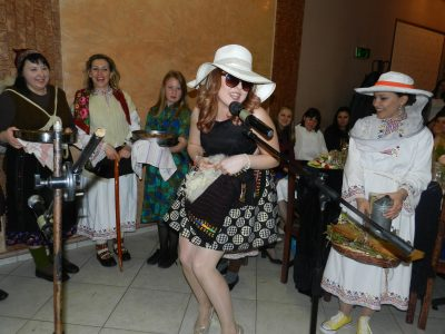 200 жени от село Тешово посрещнаха пролетта с голяма веселба