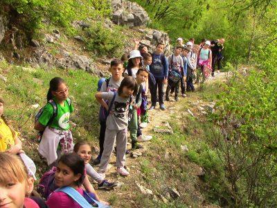 Млади туристи издържаха тест по специален туристически маршрут