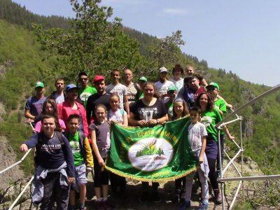Млади туристи от Гоце Делчев са запленени от красотата на Родопите