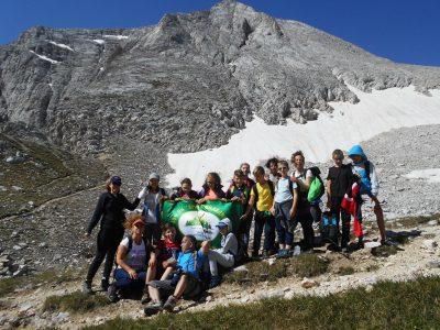 """Млади туристи от клуб """"Пирински стражи"""" покориха първенеца на Пирин – връх Вихрен"""