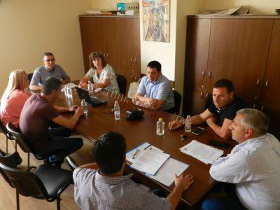 Общинските съветници обсъждат ефективно ли е обучението в маломерни паралелки
